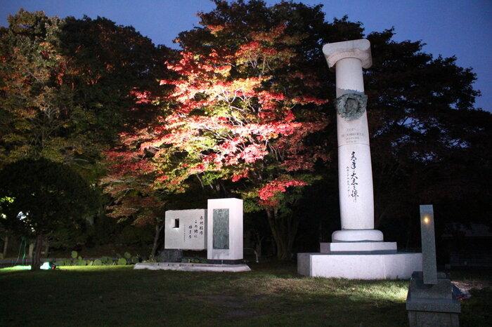 クラーク博士記念碑と「寒地稲作この地に始まる」の碑.JPG